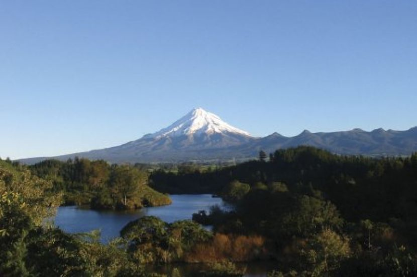 neuseeland mt taranaki from lake mangamahoe450x300